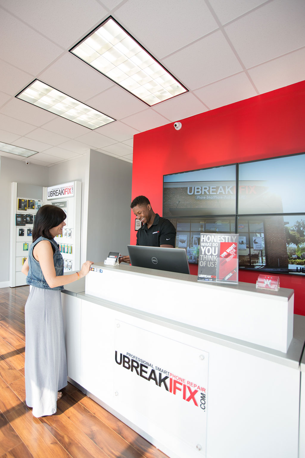 uBreakiFix customer and employees